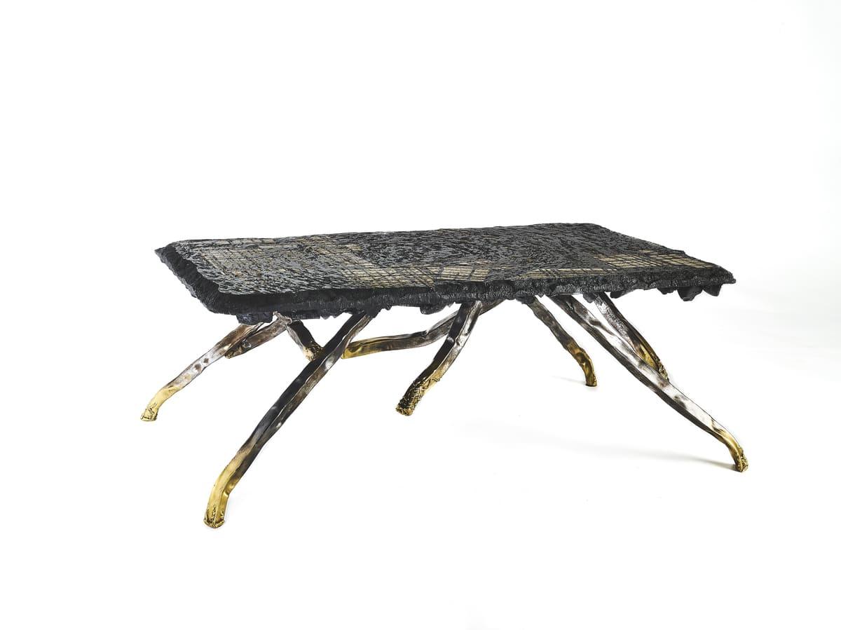 Présentation de l'oeuvre fonctionnelle réalisée par Frédéric Naud, Carbon Rock Coffee Table