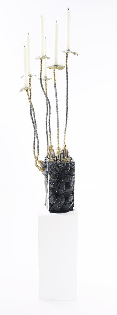 Présentation de jour, de la sculpture fonctionnelle Carbon Rock Pad