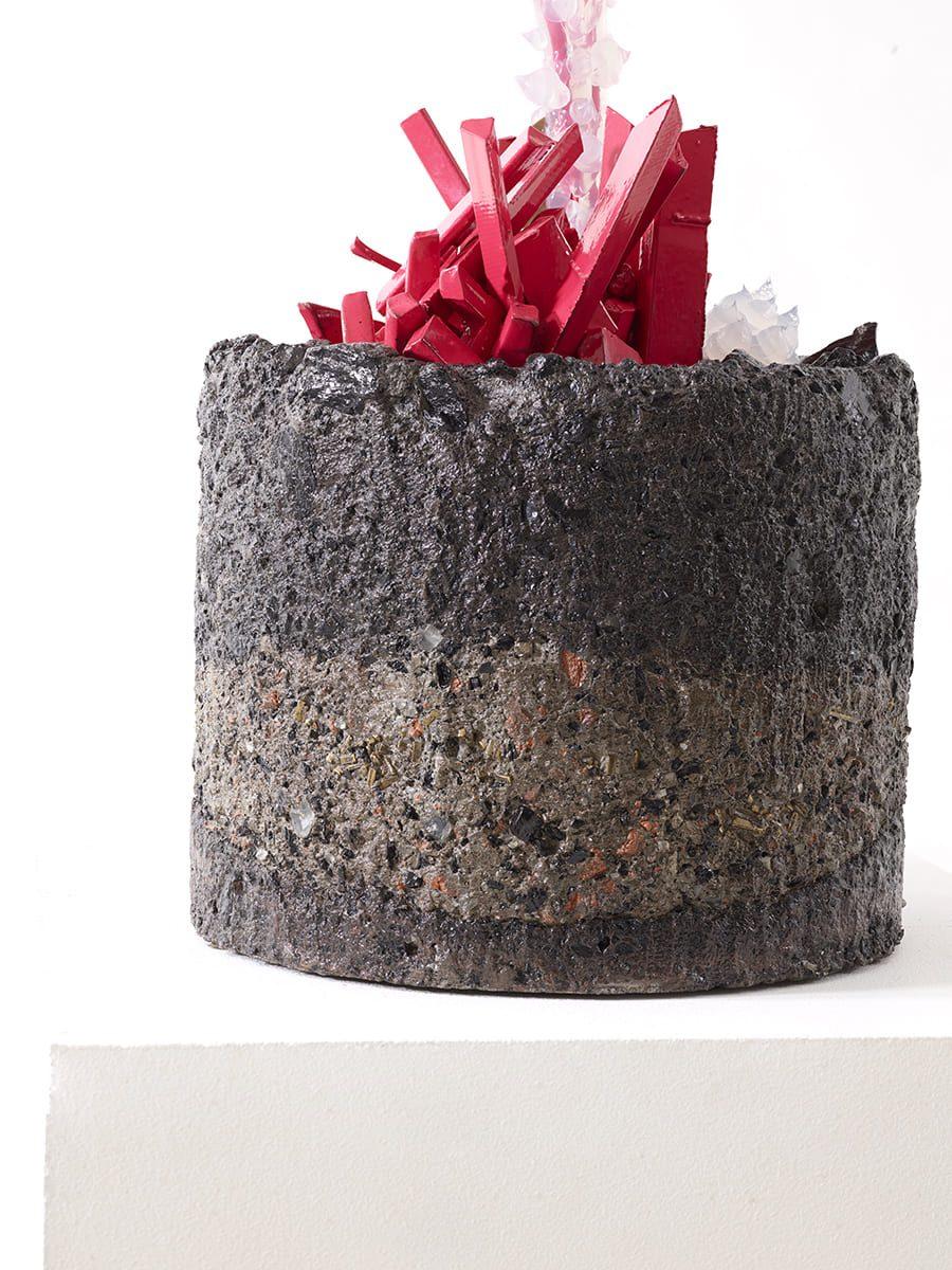 Présentation du piètement de l'oeuvre contemporaine Carbon Rock Globul Line