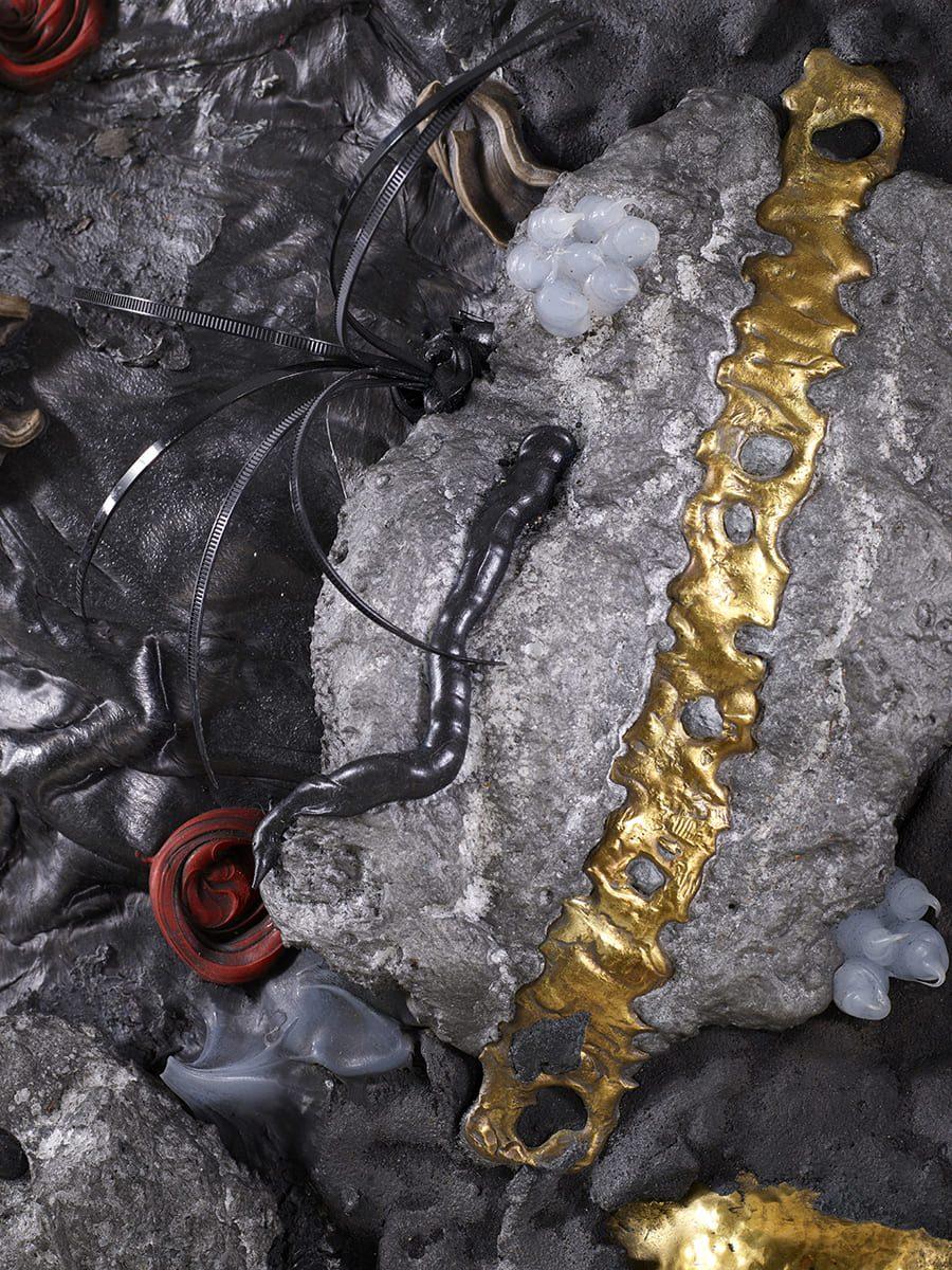 Présentation de la partie droite, de la sculpture murale Carbon Rock Wall Life