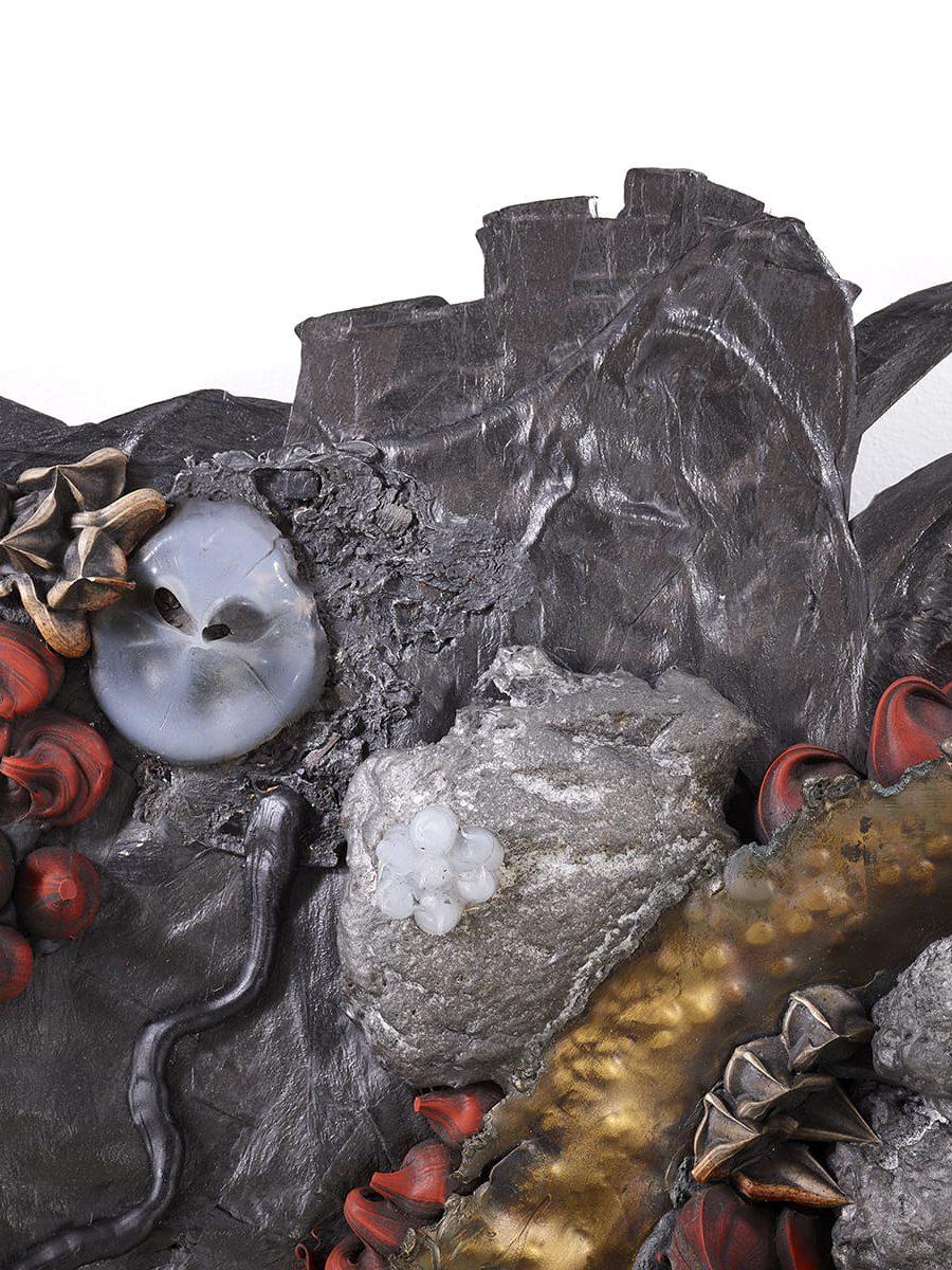 Présentation de la partie haut à gauche, de la sculpture murale Carbon Rock Wall Life